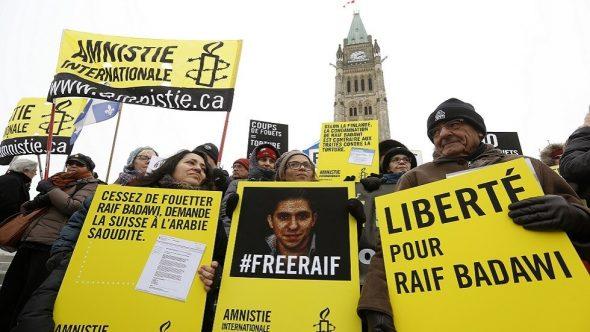 البرلمان الكندي يطالب الحكومة بمنح الجنسية للمدون السعودي رائف بدوي
