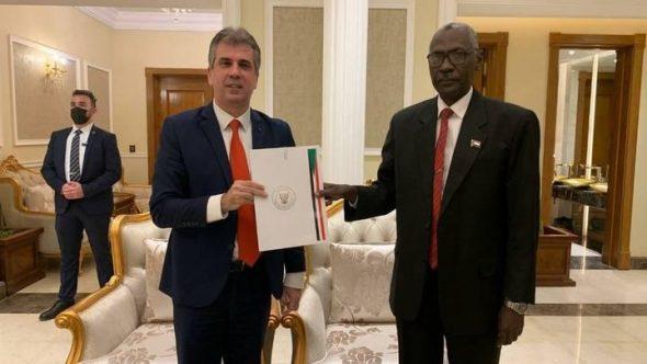 التطبيع : يرائس الوفد وزير المخابرات الإسرائيلي إيلي كوهين زار السودان والتقى بالبرهان وبوزير الدفاع