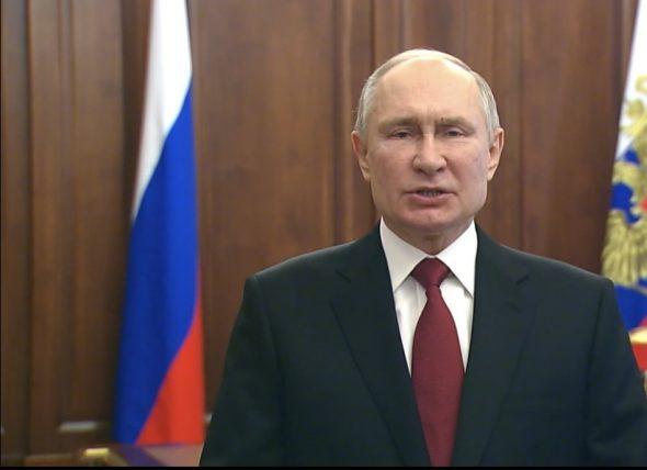 الرئيس بوتين يهنئ الشعب الروسي ويثني على قدرات الجيش بمناسبة عيد حماة الوطن