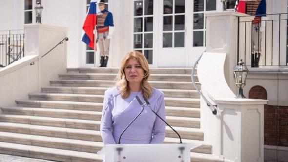 """رئيسة سلوفاكيا تدرس رفع السرية عن اتفاق شراء لقاح """"سبوتنيك V"""" الروسي"""