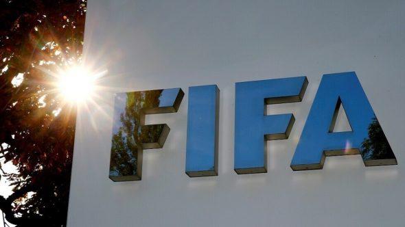 """الـ""""فيفا"""" يحرم فريقي باريس وأنجيه من التعاقدات بسبب التلاعب بصفقة"""
