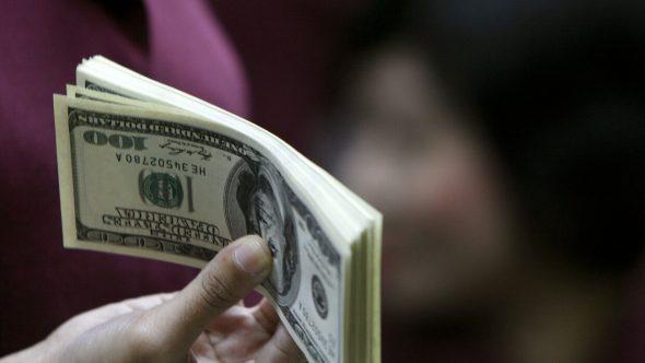 امرأة تجني أكثر من مائة مليون دولار من التنمر على الرجال في مواقع التواصل
