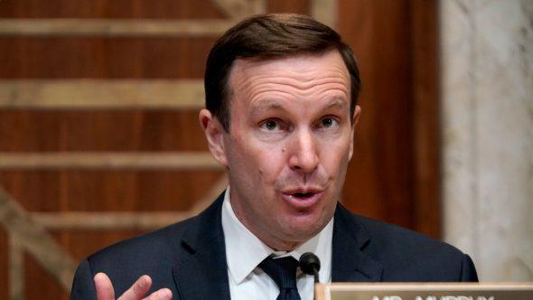 سيناتور أمريكي: العقوبات على إيران ستصعب وقف إطلاق النار في اليمن