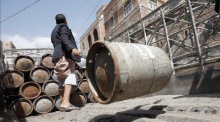 أزمة غاز خانقة بتعز.. ومسؤولي الشرعية يسعون لتحويل المدينة إلى سوق سوداء مفتوحة