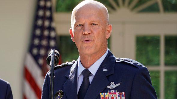 قائد القوات الفضائية الأمريكية يتهم روسيا بامتلاك سلاح فتاك بالأقمار الصناعية